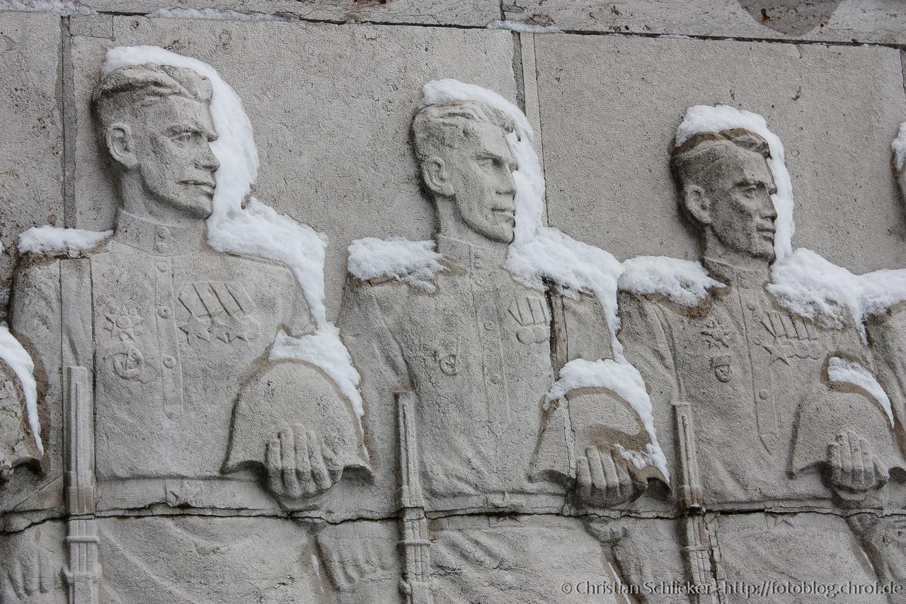 Steinskulptur Soldaten Schnee